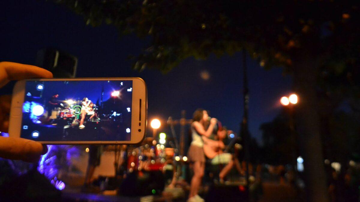 Ψηφιακοί Τροβαδούροι γράφουν την δική τους μουσική ιστορία στους δρόμους της Αθήνας